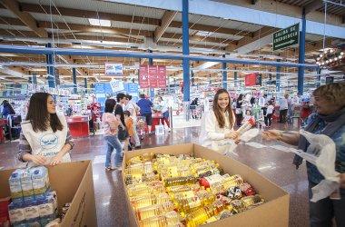EROSKI y sus clientes donaron 8.200 toneladas de alimentos para familias necesitadas en 2016