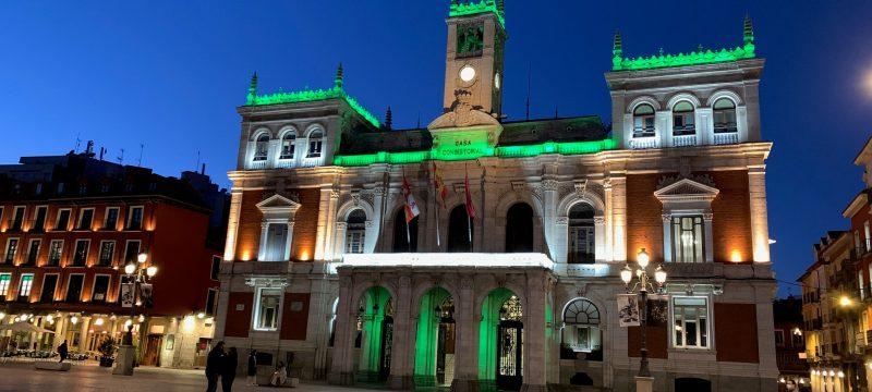 Alrededor de 40 ciudades españolas se iluminaron de verde para apoyar la lucha contra el desperdicio de alimentos